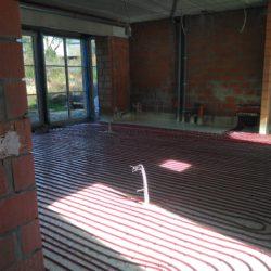 Verwarming en sanitair door 3 lucht-water warmtepompen, vloerverwarming 300m² en 28 ventilo-convectoren van Jaga!